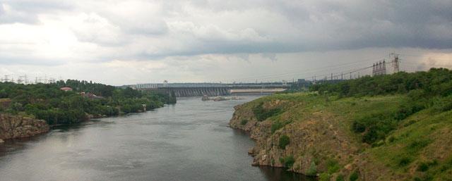 Вид на плотину с Арочного моста. Спава Хортица. Запорожье